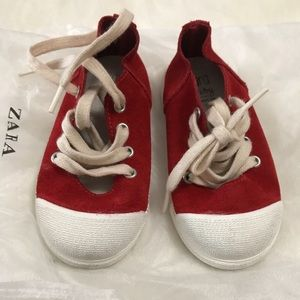 Baby girl leather sneakers